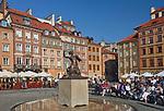 Warszawska Syrenka na rynku Starego Miasta, Warszawa, Polska<br /> Warsaw Mermaid at the Old Town Square, Poland