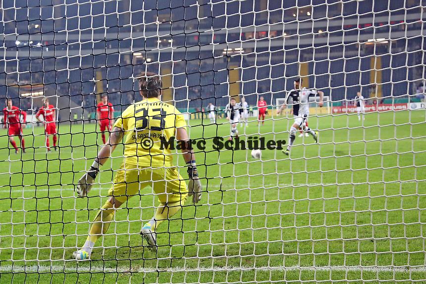 Joselu (Eintracht) erzielt das 2:0 per Elfmeter - Eintracht Frankfurt vs. SV Sandhausen, DFB-Pokal, Commerzbank Arena
