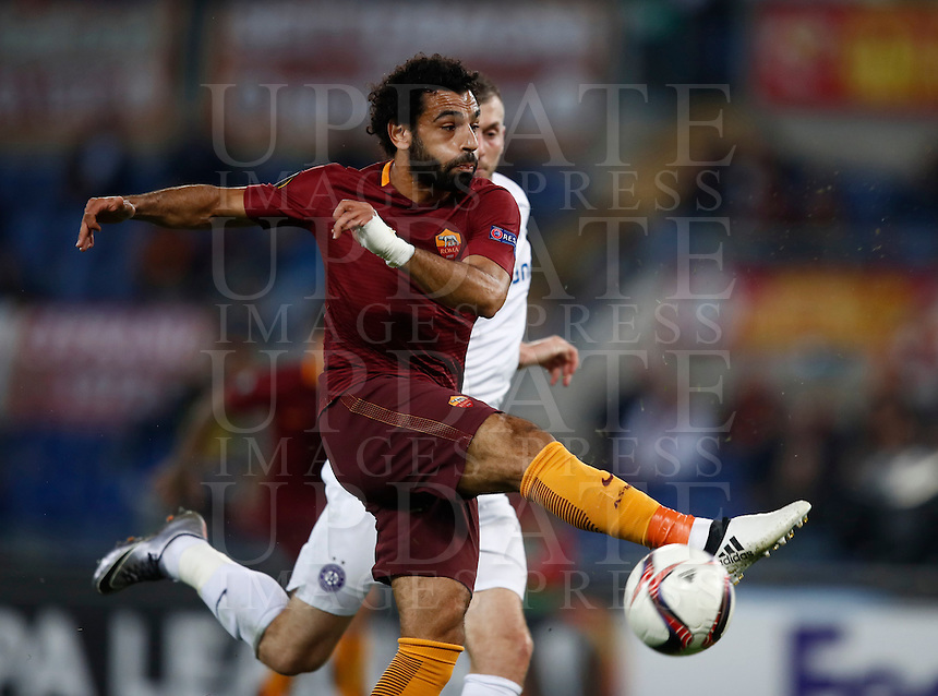 Calcio, Europa League, Gguppo E: Roma vs Austria Vienna. Roma, stadio Olimpico, 20 ottobre 2016.<br /> Roma's Mohamed Salah in action during the Europa League Group E soccer match between Roma and Austria Wien, at Rome's Olympic stadium, 20 October 2016. The game ended 3-3.<br /> UPDATE IMAGES PRESS/Isabella Bonotto