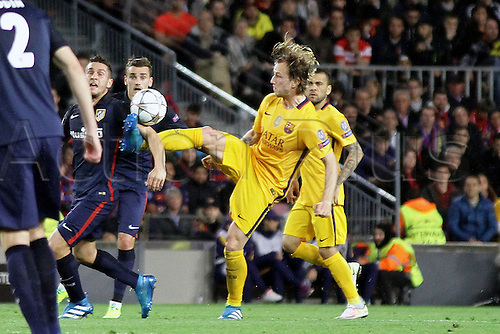 05.04.2016 Nou Camp, Barcelona, Spain. Uefa Champions League Quarter-finals 1st leg. FC Barcelona against Atletico de Madrid.  Rakitic  brings down a high ball during the match