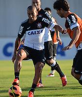 SÃO PAULO,SP, 12 julho 2013 -   Emerson durante treino do Corinthians no CT Joaquim Grava na zona leste de Sao Paulo, onde o time se prepara  para para enfrenta o Atletico MG pelo campeonato brasileiro . FOTO ALAN MORICI - BRAZIL FOTO PRESS