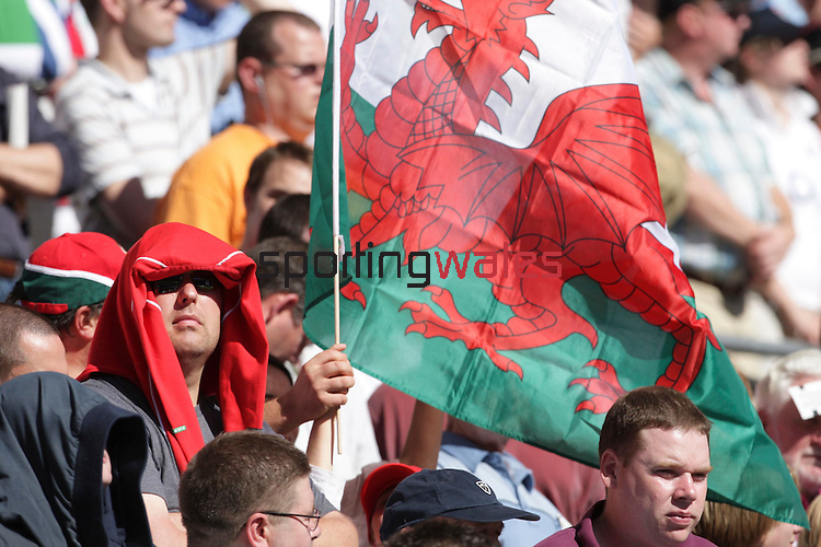 A Welsh fan covers his head from the sun that blazed down during the match..Investec Challenge.England v Wales.Twickenham.04.08.07.©Steve Pope.Sportingwales.The Manor .Coldra Woods.Newport.South Wales.NP18 1HQ.07798 830089.01633 410450.steve@sportingwales.com.www.fotowales.com.www.sportingwales.com
