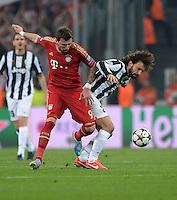 FUSSBALL  CHAMPIONS LEAGUE  VIERTELFINALE  RUECKSPIEL  2012/2013      Juventus Turin - FC Bayern Muenchen        10.04.2013 Mario Mandzukic (li, FC Bayern Muenchen) gegen Andrea Pirlo (re, Juventus Turin)