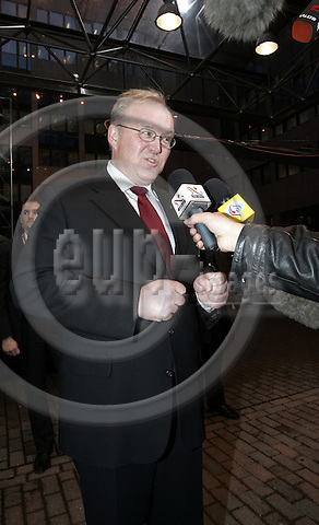 BRUSSELS - BELGIUM - 16 DECEMBER 2005 -- EU-Council meeting with Heads of States, summit hosted by the UK Presidency. -- G?ran (Goeran) PERSSON, Prime Minister of Sweden talking to the media before leaving to have a brake from the meeting. -- PHOTO: JUHA ROININEN / EUP-IMAGES