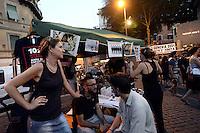 Roma, 5 Luglio 2012.Piazza Trilussa.Serata a sostegno della campagna 10 x 100 contro i reati di devastazione e saccheggio di cui sono accusate 10 persone per il G8 di Genova 2001. 10persone x100 anni di carcere.