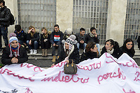 Roma,6 Dicembre 2012.Sciopero con corteo degli studenti medi da Piazzale Ostiense contro l'austerità e i tagli alla scuola pubblica