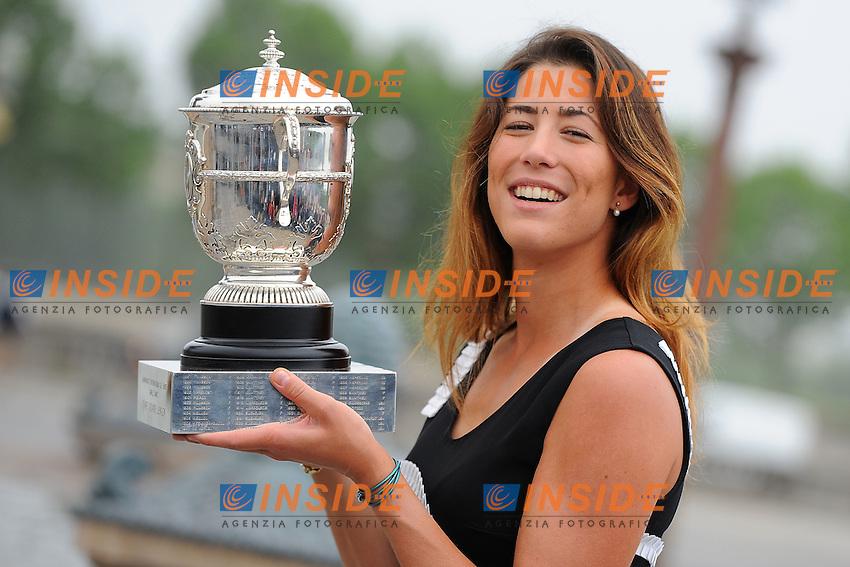 Garbine Muguruza (ESP) poses with the trophy<br /> Parigi 05-06-2014<br /> Tennis Roland Garros . <br /> Foto Panoramic / Insidefoto<br /> ITALY ONLY