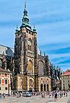 Praga, stolica Czech. 2013-07-23. Kompleks zamku królewskiego na Hradczanach. Katedra św. Wita, Wacława i Wojciecha – siedziba arcybiskupów praskich.