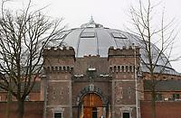 Nederland  Breda 2016. De Koepel, ook wel bekend als De Boschpoort gevangenis werd in 1886 opgeleverd. In 2017 krijgt de Koepel een nieuwe bestemming in de vorm van FutureDome. Toegangsdeur in de poort. Foto Berlinda van Dam / Hollandse Hoogte