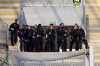 Polizeiaufgebot im leeren Fanblock