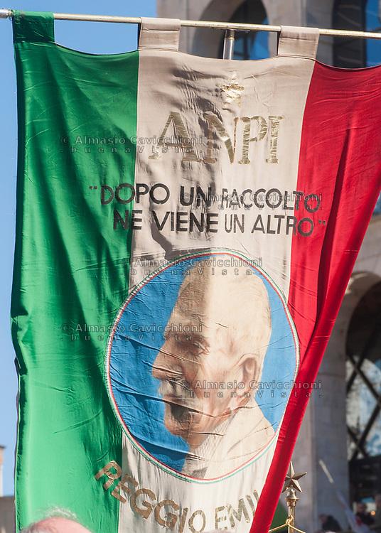 Milano, 25 Aprile 2016, manifestazione per la festa della Liberazione dal nazifascismo. Gonfalone dell'Associazione Nazionale Partigiani Italiani.<br /> Milan, April 25, 2016, demonstration for the Liberation Day. Banner of the National Association of Italian Partisans.