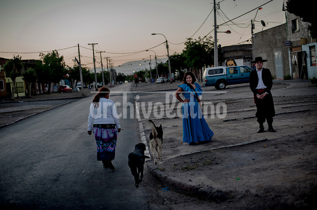 Photo essay on Raipillan follk dance school  in La Legua, one of the precarious and troubled districts around Santiago, Chile. Once a stronghold of the resistance to dictator Augusto Pinochet, La Legua is a land surfed by drug dealers that turned the place in a dangerous spot. Some dwellers created the Raipillan folk group to give the youth an alternative to violence and stigmatization. Raipillian was fairly successful, attracting visitors to their presentations and touring for shows in Chile and abroad.