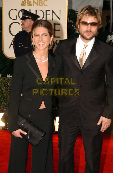 BRAD PITT & JENNIFER ANISTON.Golden Globe Awards 2002.Ref: AW.coordinating.www.capitalpictures.com.sales@capitalpictures.com.© Capital Pictures.