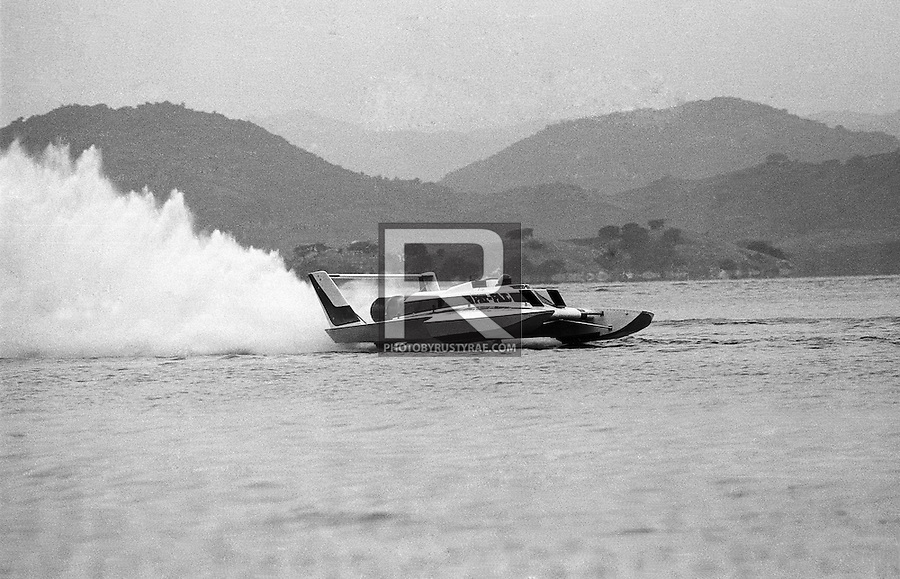 Driver John Walters and the Pay N' Pak at speed at the race at Acapulco, Mexico. In this shot the boat is in fine trim, stable and light on its feet. But is was something of a psychotic ride as other images will show.