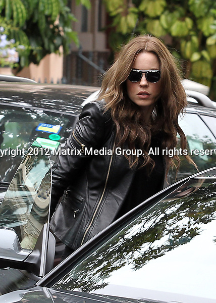 SYDNEY AUSTRALIA ..NON EXCLUSIVE ..Melissa George pictured leaving QT hotel Sydney and having lunch with a friend at Fratelli Paradiso Potts Point..*No internet without clearance*.MUST CALL PRIOR TO USE ..+61 2 9211-1088.Matrix Media Group.Note: All editorial images subject to the following: For editorial use only. Additional clearance required for commercial, wireless, internet or promotional use.Images may not be altered or modified. Matrix Media Group makes no representations or warranties regarding names, trademarks or logos appearing in the images.