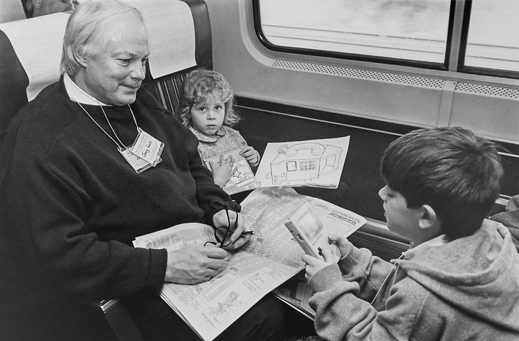 Rep. Jim Leach, R-Iowa, with Gallagher (11yrs) Jenny (5yrs) on train to Princeton in New Jersey, on Feb. 25, 1993. (Photo by Laura Patterson/CQ Roll Call via Getty Images)