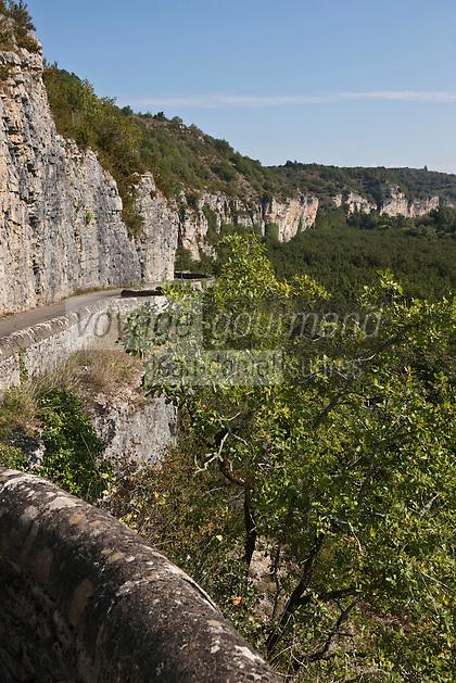 Europe/Europe/France/Midi-Pyrénées/46/Lot/env de Gluges: La route domine la Vallée de la Dordogne