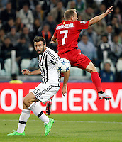 Calcio, Champions League: Gruppo D - Juventus vs Siviglia. Torino, Juventus Stadium, 30 settembre 2015. <br /> Juventus&rsquo; Andrea Barzagli, left, and Sevilla's Michael Krohn-Dehli fight for the ball during the Group D Champions League football match between Juventus and Sevilla at Turin's Juventus Stadium, 30 September 2015. <br /> UPDATE IMAGES PRESS/Isabella Bonotto
