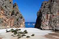 Spain, Mallorca, Sa Calobra: Platja de Torrent de Pareis | Spanien, Balearen, Mallorca, Sa Calobra: Torrent de Pareis -Erosionsschlucht-