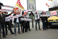 Philippe Poutou lors de la manifestation pour sauver les emplois de Ford Europe ‡ Bercy ‡ Paris, le 22/02/2017.
