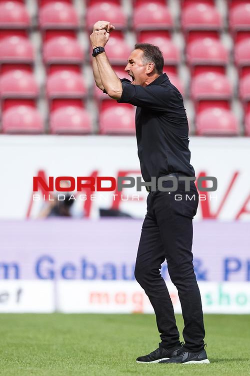 Achim Beierlorzer (Trainer / FSV Mainz 05) bejubelt den Sieg, <br /> <br /> Sport: Fussball: 1. Bundesliga:: nphgm001:  Saison 19/20: 33. Spieltag: 1. FSV Mainz 05 vs SV Werder Bremen 20.06.2020<br /> Foto: Neis/Eibner/Pool/via gumzmedia/nordphoto<br /><br />DFB regulations prohibit any use of photographs as image sequences and/or quasi-video.<br />Editorial Use ONLY<br />National and International News Agencies OUT<br />  DFL REGULATIONS PROHIBIT ANY USE OF PHOTOGRAPHS AS IMAGE SEQUENCES AND OR QUASI VIDEO<br /> EDITORIAL USE ONLY<br /> NATIONAL AND INTERNATIONAL NEWS AGENCIES OUT