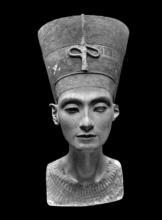 Tell el-Amarna, 6/12/1912 : Premieres photos du buste de Nefertiti prises par la Deutsche Orient Gesellschaft, apres sa sa decouverte.         <br />