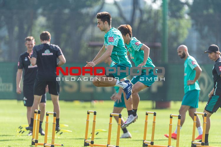 15.09.2020, Trainingsgelaende am wohninvest WESERSTADION - Platz 12, Bremen, GER, 1.FBL, Werder Bremen Training<br /> <br /> Aufwaermtraining / Dehnuebung / Springuebung<br /> <br /> Ilia Gruev (Werder Bremen #28)<br /> Yuya Osako (Werder Bremen #08)<br /> <br /> <br /> <br /> Foto © nordphoto / Kokenge