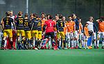 BLOEMENDAAL -  shake hands  voor  de hoofdklasse competitiewedstrijd hockey heren,  Bloemendaal-Den Bosch  COPYRIGHT KOEN SUYK