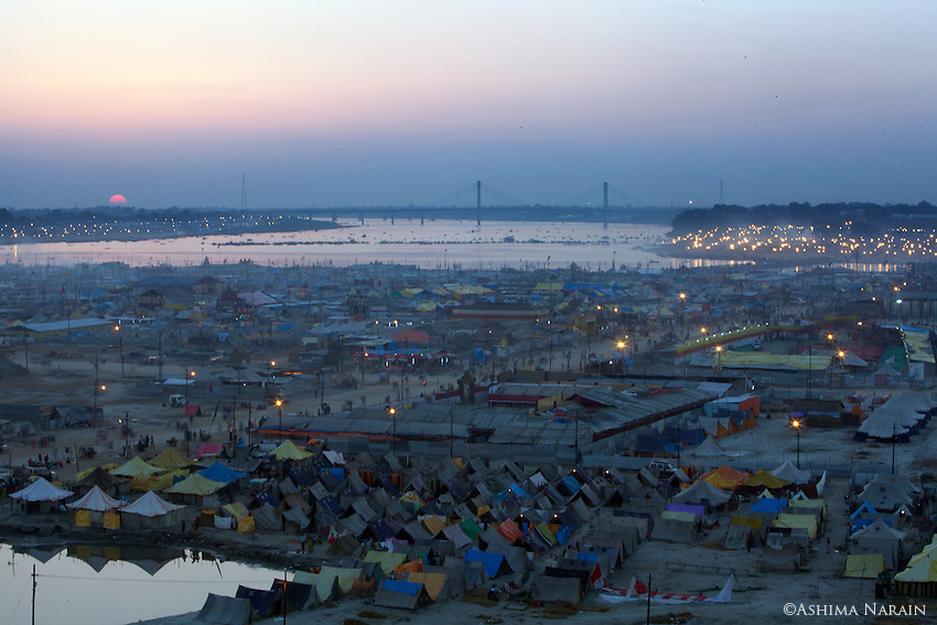 Maha Kumbh Mela, Allahbad, Evening of the full moon, Maghi Purnima Snan on 25th February 2013. An estimated 18 million people visted the Kumbh Mela that day.