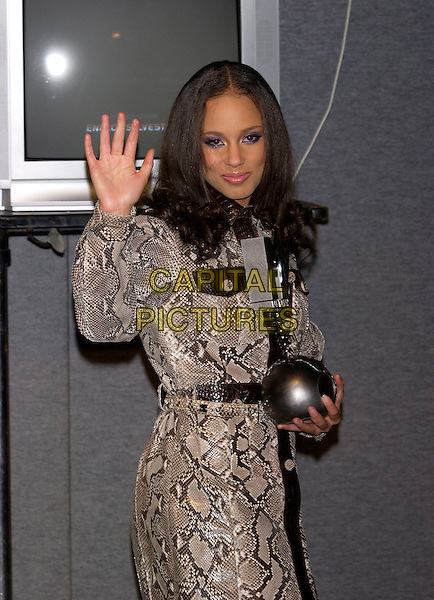 ALICIA KEYS.MTV Europe Music Awards 2004.November 18th, 2004.half length, snakeskin coat, animal print, award, trophy, waving, gesture.www.capitalpictures.com.sales@capitalpictures.com.©Capital Pictures