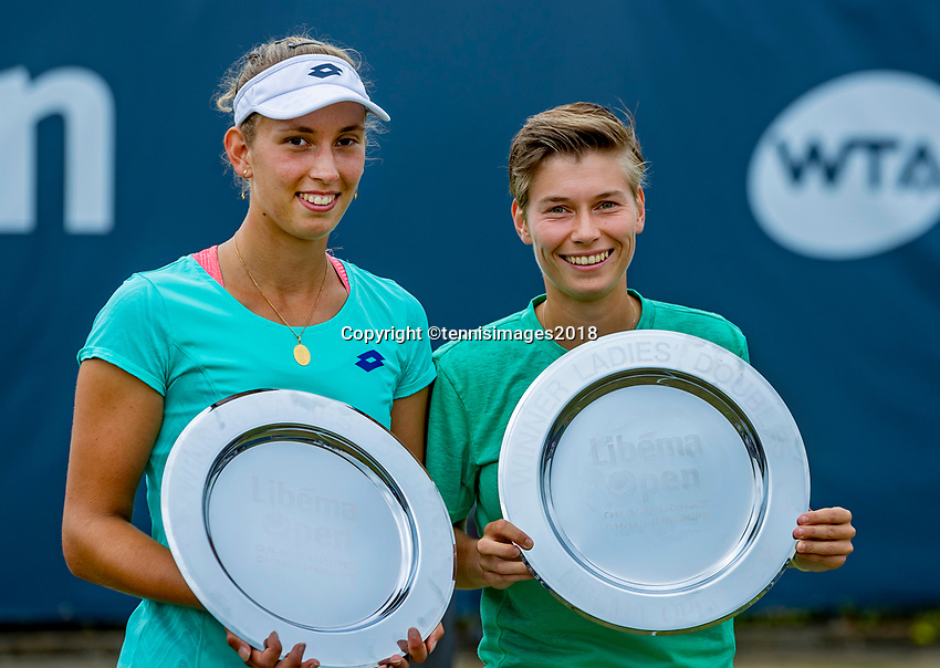 Den Bosch, Netherlands, 16 June, 2018, Tennis, Libema Open, Womans doubles winners: Elise Mertens (BEL) and Demi Schuurs (NED) (R)<br /> Photo: Henk Koster/tennisimages.com