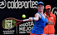 BOGOTÁ-COLOMBIA, 12-04-2019: Tamara Zidansek de Eslovenia, devuelve la bola a Lara Arruabarena de España, durante partido por el Claro Colsanitas WTA, que se realiza en el Carmel Club en la ciudad de Bogotá. / Tamara Zidansek of Slovenia, returns the ball against Lara Arruabarrena of Spain, during a match for the WTA Claro Colsanitas, which takes place at Carmel Club in Bogota city. / Photo: VizzorImage / Luis Ramírez / Staff.