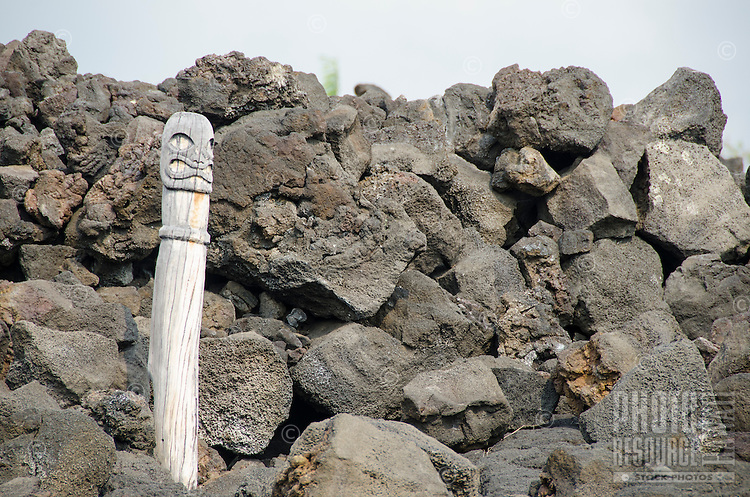 A carved wooden statue at Kealakowa'a Heiau in Kailua-Kona, Big Island.