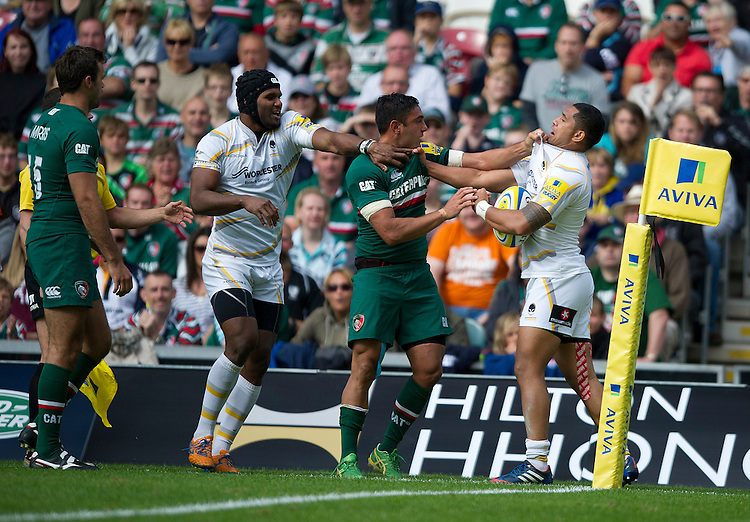 Leicester Tigers' Dan Bowden gets to grips with Worcester Warriors' Jeremy Su'a ( R)<br /> <br /> Photo by Stephen White/CameraSport<br /> <br /> Rugby Union - Aviva Premiership - Leicester Tigers v Worcester Warriors - Sunday 8th September 2013 - Welford Road - Leicester<br /> <br /> &copy; CameraSport - 43 Linden Ave. Countesthorpe. Leicester. England. LE8 5PG - Tel: +44 (0) 116 277 4147 - admin@camerasport.com - www.camerasport.com