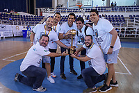 SAN ANDRES - COLOMBIA. 29-11-2018: Jugadores de Titanes celebran con el trofeo como campeones de la Liga Profesional de Baloncesto 2018 de Colombia después del quinto partido de la serie final entre Islands Warrios de San Andrés y Titanes de Barranquilla disputado en el coliseo Genny Bay de San Andrés Islas. Titanes ganaron como vistantes por marcador de 74-79 en estra tiempo. / Players of Titanes celebrate with the trophy as champions of Professional League of Basketball 2018 of Colombia after fifth match of the final serie between Islands Warriors of San Andres and Titanes of Barranquilla played at Genny Bay coliseum in San Andres island. Titanes won as a visitant by score of 74-79 in extra time. Photo: VizzorImage / John Hudson / Cont