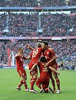 FUSSBALL   1. BUNDESLIGA  SAISON 2011/2012   11. Spieltag FC Bayern Muenchen - FC Nuernberg        29.10.2011 JUBEL nach dem Tor Rafinha , Toni Kroos , Bastian Schweinsteiger , Mario Gomez (v. li., FC Bayern Muenchen)