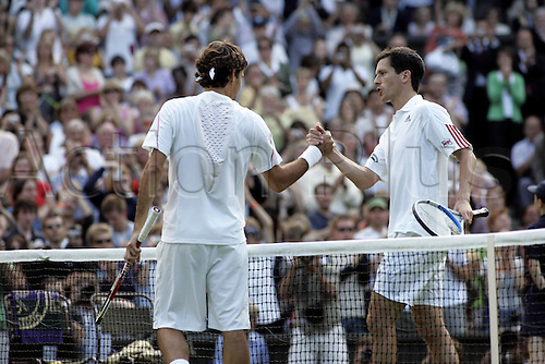 28 June 2006: Swiss player Roger Federer (SUI) shakes hands after winning his second round men's singles match against Henman on the third day at the All England Lawn Tennis Championships, Wimbledon, London. Federer won 6-4, 6-0, 6-2. Photo: Glyn Kirk/Actionplus...060628 man men male joy