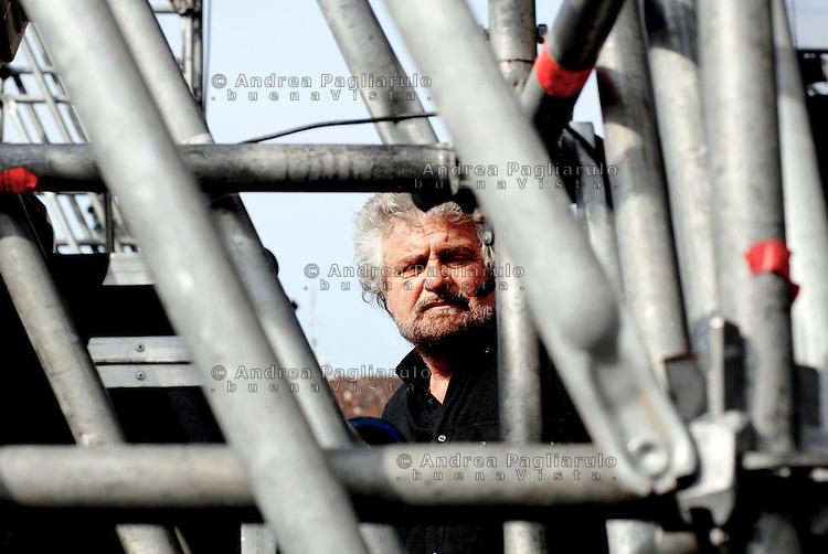 Italia, Torino, 25/04/2008..Beppe Grillo al V Day 2 in piazza San Carlo. .© Andrea Pagliarulo.##### Italy, Torino, 25/04/2008..Beppe Grillo at the V Day 2 in Piazza San Carlo..© Andrea Pagliarulo