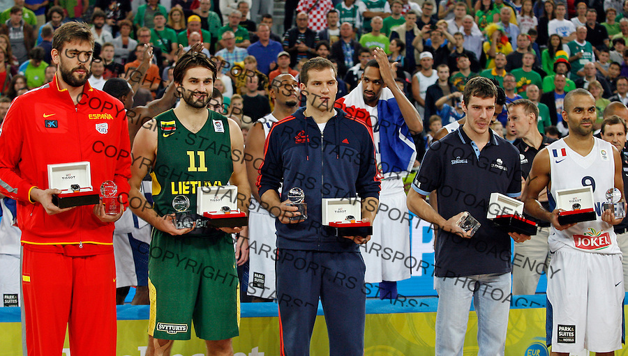 "First 5 of the Eurobasket: Spain`s Marc Gasol, Lithuania`s Linas Klieza, Croatia`s Bojan Bogdanovic, Slovenia`s Goran Dragic and France`s Tony Parker pose for the photo after European basketball championship ""Eurobasket 2013""  final game between France and Lithuania in Stozice Arena in Ljubljana, Slovenia, on September 22. 2013. (credit: Pedja Milosavljevic  / thepedja@gmail.com / +381641260959)"