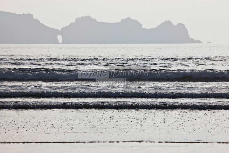 Europe/France/Bretagne/29/Finistère/Presqu'île de Crozon/Crozon: Anse de Dinan, La pointe de Dinan et le chateau de Dinan