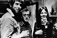 Annie Hall (1977) <br /> Tony Roberts, Woody Allen &amp; Diane Keaton<br /> *Filmstill - Editorial Use Only*<br /> CAP/KFS<br /> Image supplied by Capital Pictures