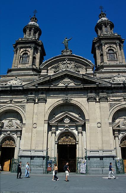 Santiago de Chili. Cathedrale, plaza de Armas. *** Plaza de Armas, the cathedral, Santiago de Chili.