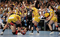 EHF Champions League Handball Damen / Frauen / Women - HC Leipzig HCL : SD Itxako Estella (spain) - Arena Leipzig - Gruppenphase Champions League - im Bild: Abwehrszene - im Hintergrund mit Gestik Heine Jensen. Foto: Norman Rembarz .