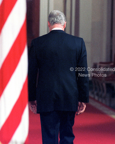 United States President Bill Clinton walks away from the podium following his press conference in the East Room of the White House on 16 February, 2000.<br /> Credit: Ron Sachs / CNP
