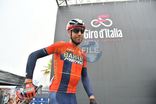 Vincenzo Nibali (ITA) Bahrain-Merida at sign on before Stage 16 of the 2019 Giro d'Italia, running 194km from Lovere to Ponte di Legno, Italy. 28th May 2019<br /> Picture: Gian Mattia D'Alberto/LaPresse | Cyclefile<br /> <br /> All photos usage must carry mandatory copyright credit (© Cyclefile | Gian Mattia D'Alberto/LaPresse)