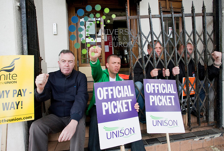 L-R. Matt Shendren, Jim Keegan, Martin McIver, John Buchanan on strike at Kelvin Hall, Glasgow. over Culture and Sport pay andconditions. Picture Credit / Johnny Mclauchlan/Universal News and Sport, Scotland. 28/05/10....