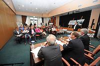 SCHAATSEN: ORANJEWOUD: Plan Nieuw Thialf, 14-12-2011, persconferentie, ©foto: Martin de Jong