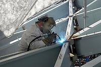 - worker welder <br /> <br /> - operaio saldatore
