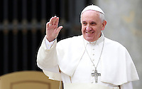 Papa Francesco saluta i fedeli al termine dell'udienza generale del mercoledi' in Piazza San Pietro, Citta' del Vaticano, 9 aprile 2014.<br /> Pope Francis waves to faithful at the end of his weekly general audience in St. Peter's Square at the Vatican, 9 April 2014.<br /> UPDATE IMAGES PRESS/Isabella Bonotto<br /> <br /> STRICTLY ONLY FOR EDITORIAL USE