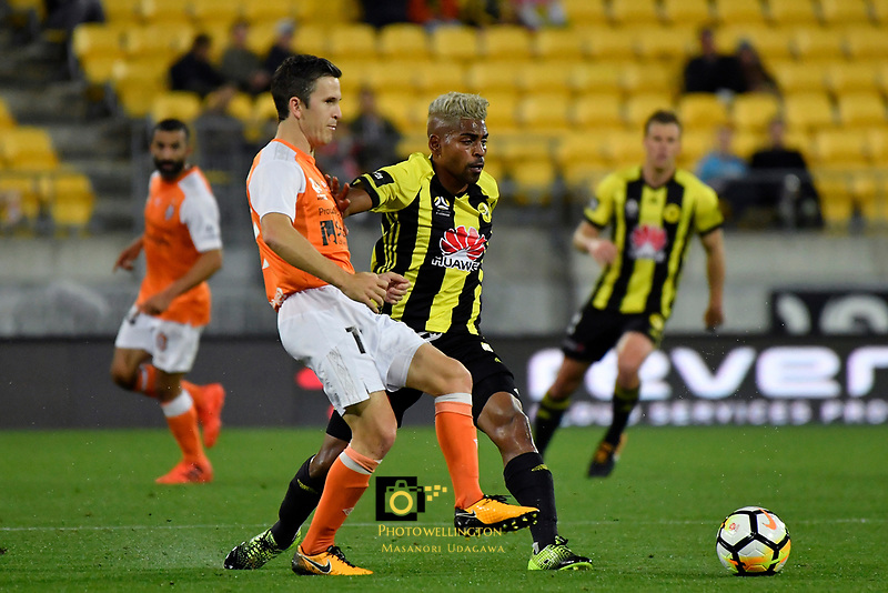 Brisbane&rsquo;s Matt McKay and Wellington Phoenix&rsquo; Roy Krishna in action during the A League - Wellington Phoenix v Brisbane Roar FC at Westpac Stadium, Wellington, New Zealand on Saturday 28 October.<br /> Photo by Masanori Udagawa. <br /> www.photowellington.photoshelter.com